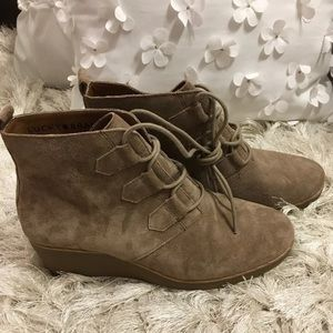 New Lucky Brand suede booties size 7.5